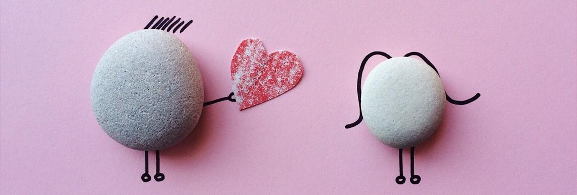 Mettete da parte pantofole, telecomando e pigiama, ecco i nostri consigli per un San Valentino in casa all'insegna del romanticismo e delle sorprese.